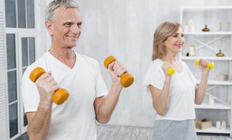 Quais são os benefícios dos exercícios físicos para idosos?